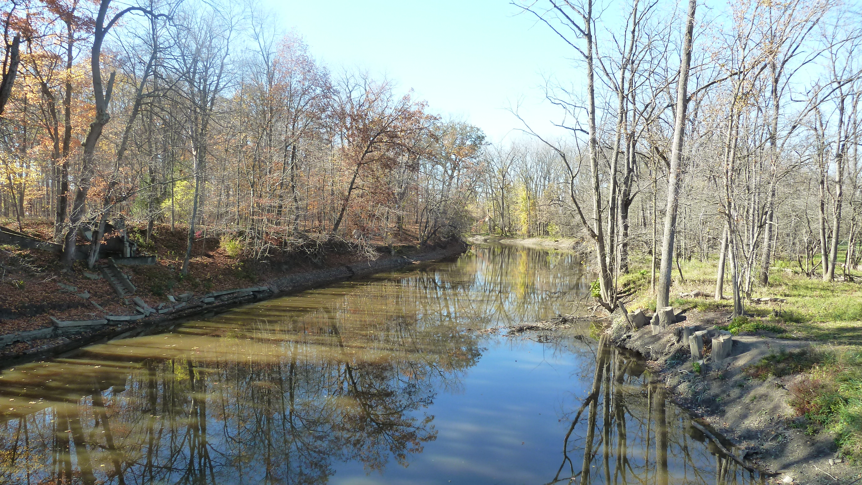 (2) Looking upstream of the gauge on the Scioto River in La Rue. Photo taken by NWS CLE Hydrologist.